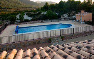 Vistas privilegiadas a la montaña y piscina